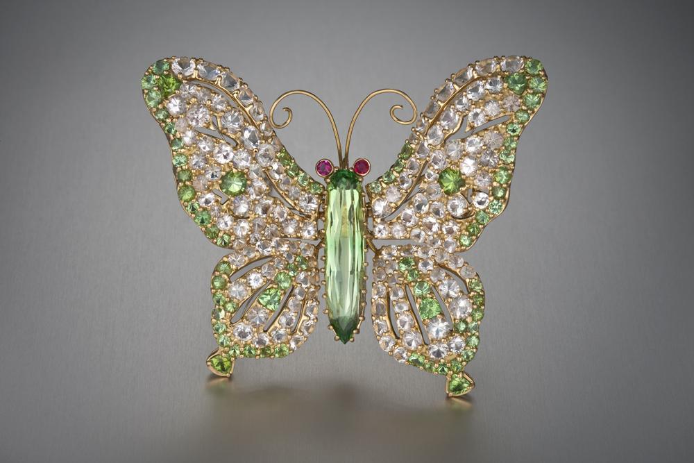 Бабочка-брошь с гидденитом, красным бериллом, бриллиантами