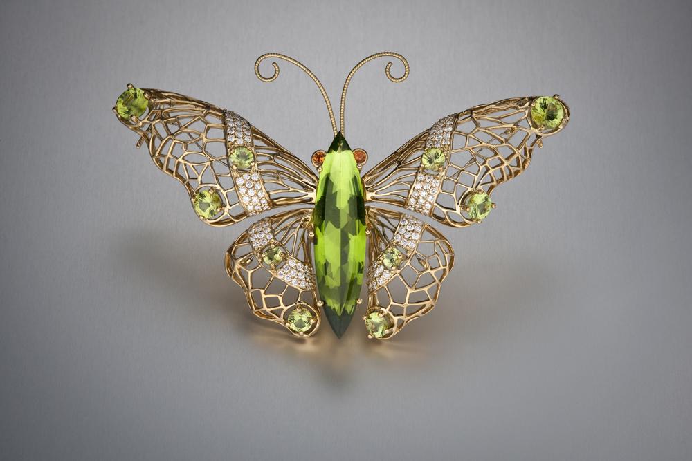 Бабочка-брошь с перидотом