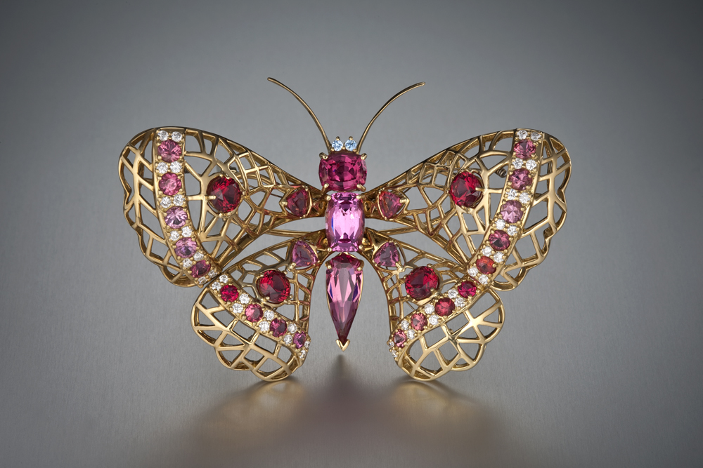 Бабочка-брошь со шпинелью