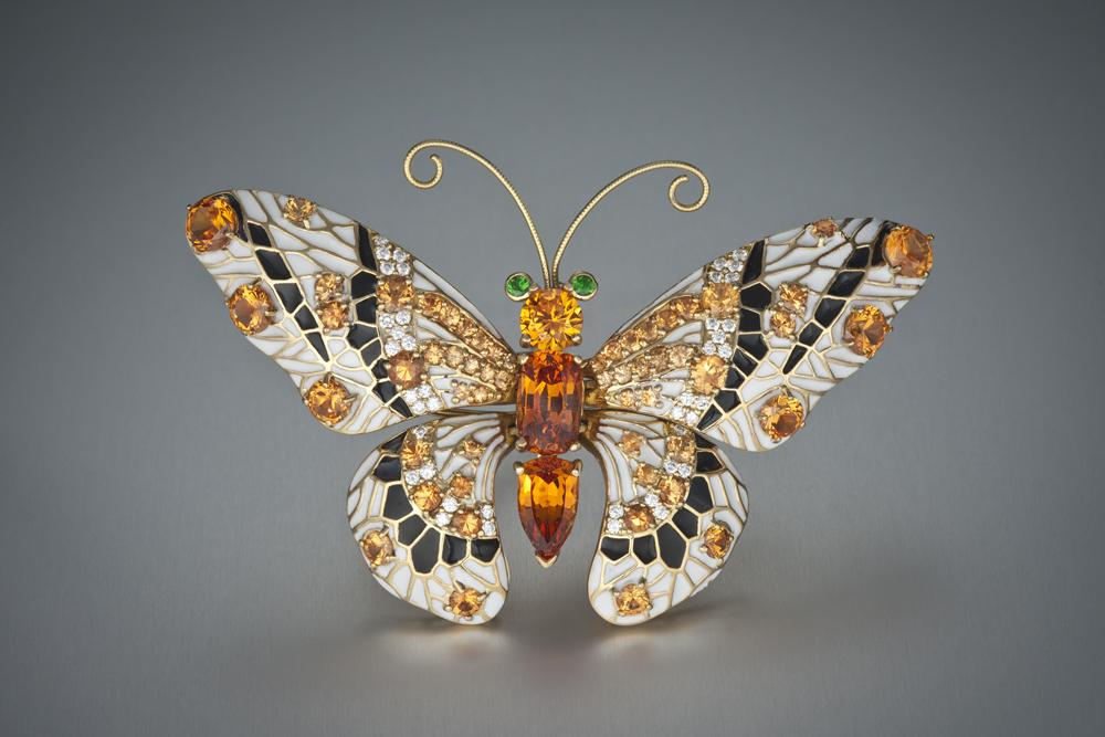 Бабочка-брошь со спессартином
