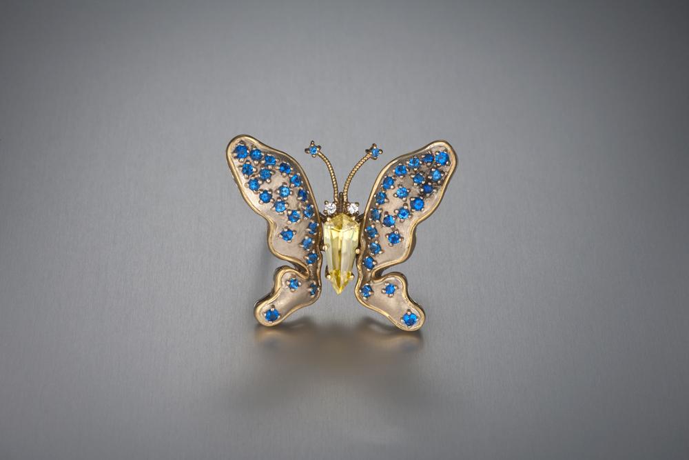 Бабочка-брошь со стибиотанталитом