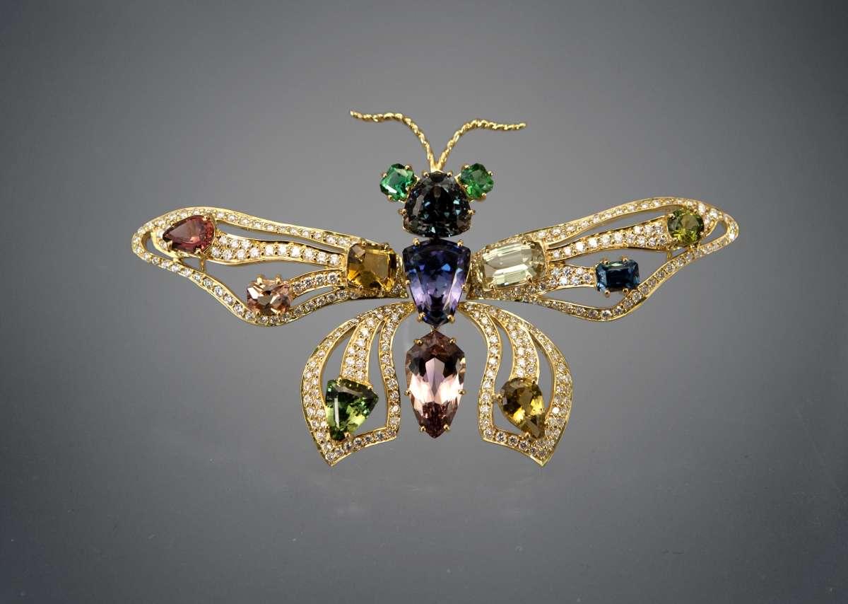 Бабочка-брошь с танзанитом