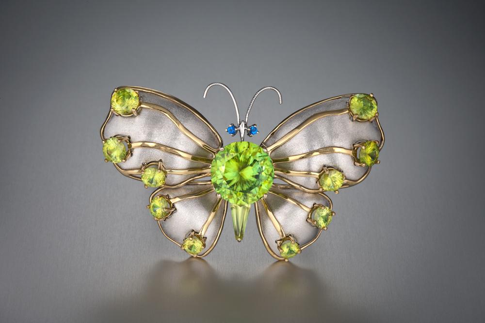 Бабочка-брошь с титанитом